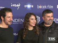"""Fahri Yardim, Esra Inal und und Ömer Faruk Sorak bei der """"8 Sekunden""""-Premiere in Berlin"""