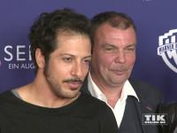 """Fahri Yardim posiert mit Produzent Tom Zickler bei der """"8 Sekunden""""-Premiere in Berlin"""