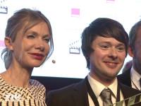 """99Fire Film Award Gewinner in der Kategorie """"Bester Film"""" Adalbert Wojaczek mit Ursula Karven"""