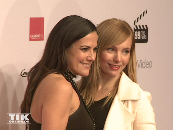 Bettina Zimmermann posierte mit Kollegin Nadja Uhl beim 99Fire Film Award