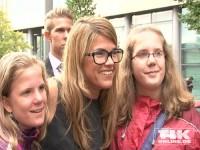 Anke Engelke posiert mit Fans