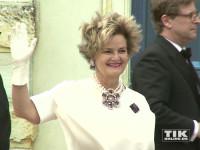 Der heftige Wind zauberte Fürstin Gloria von Thurn und Taxis bei den Bayreuther Festspielen 2015 eine Frisur, wie in ihren besten Zeiten