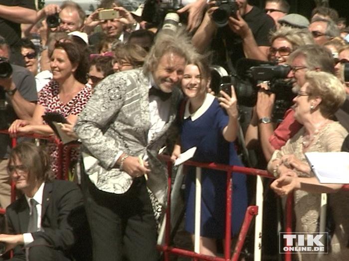 Thomas Gottschalk beglückte die wartenden Fans bei den Bayreuther Festspielen 2015 mit Selfies