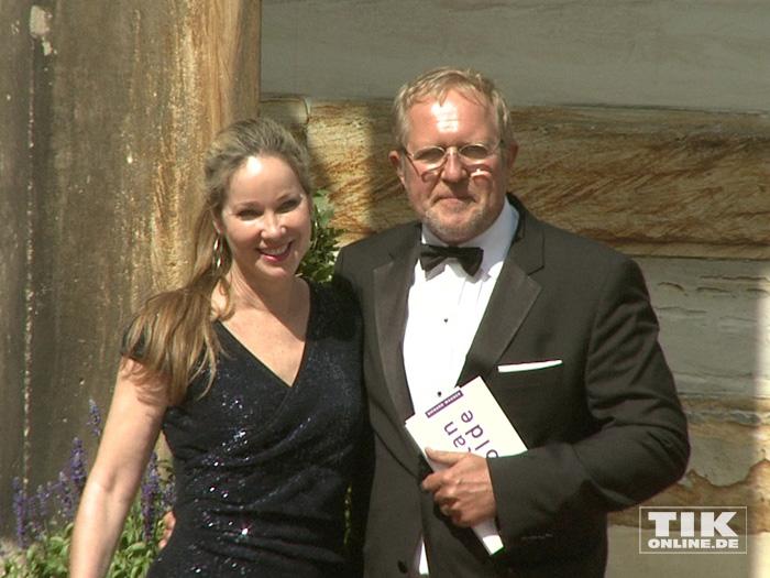 Harald Krassnitzer kam mit Ehefrau Ann-Kathrin Kramer zu den Bayreuther Festspielen 2015