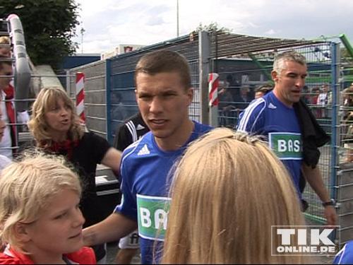Lukas Podolski mit seinen Fans