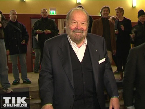 Bud Spencer grinst in die Kamera