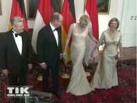 ... die Fürstin und die First Lady lachen den Fauxpas einfach weg