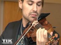 David Garrett posiert mit seiner Geige