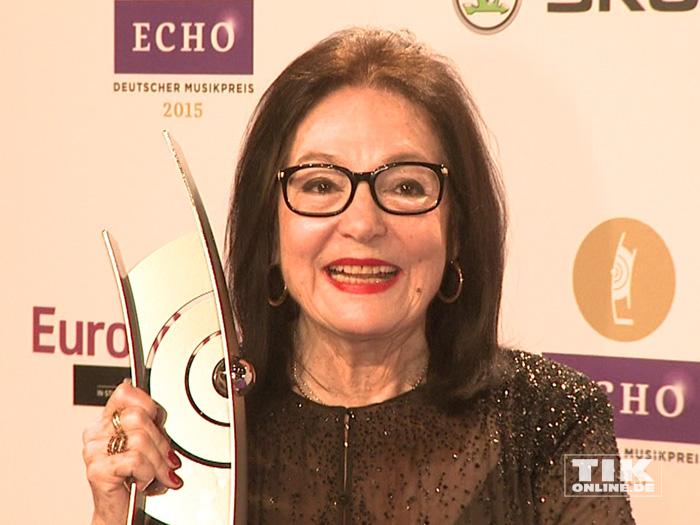Nana Mouskouri freut sich über ihren Echo für das Lebenswerk