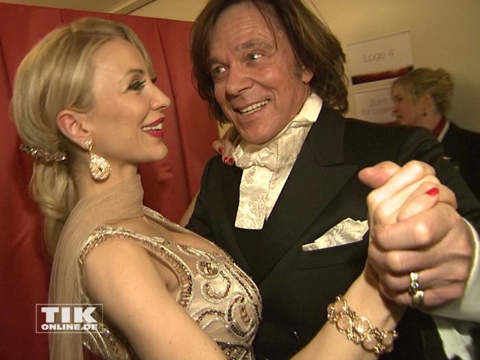 Jürgen Drews und seine Frau Ramona demonstrieren ihre Tanzkünste beim Dresdener Semperopernball 2015