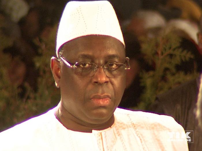 Senegals Präsident Macky Sall scheint nicht sehr begeistert beim Dresdener Semperopernball 2015