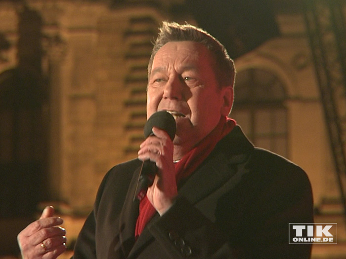 Roland Kaiser sang für die Schaulustigen beim Dresdener Semperopernball 2015