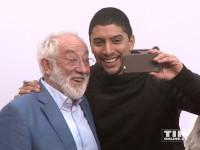 """Andreas Bourani und Dieter Hallervorden knipsen auf der """"Hotel Transsilvanien 2""""-Premiere in Berlin Selfies"""