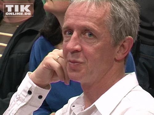 Christoph Koch, Vater von Samuel, mit bewegtem Blick bei der Pressekonferenz in Berlin