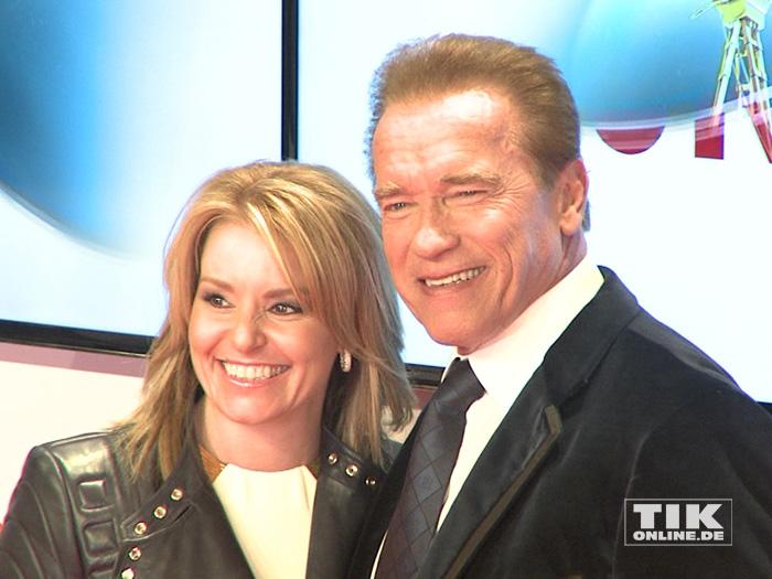 Arnold Schwarzenegger mit seiner Freundin Heather Milligan bei der Goldenen Kamera 2015