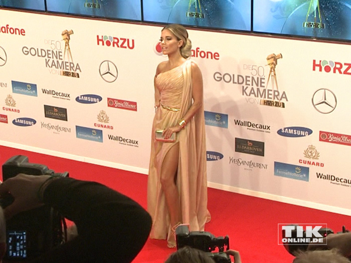 Sylvie Meis macht einen auf Angelina Jolie und zeigt viel Bein bei der Goldenen Kamera 2015