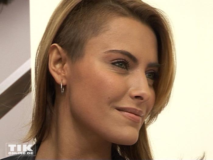 Auch was ihre Frisuren betrifft, ist Sophia Thomalla experimentierfreudig. Hier zu sehen mit einem Undercut.