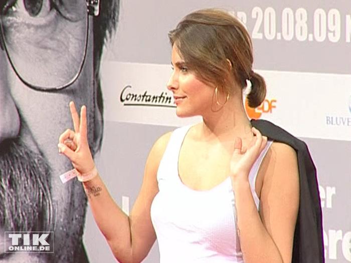 """2009 präsentierte sich Sophia Thomalla bei der Premiere von """"Isch kandidiere"""" sexy im Feinripp-Unterhemd"""