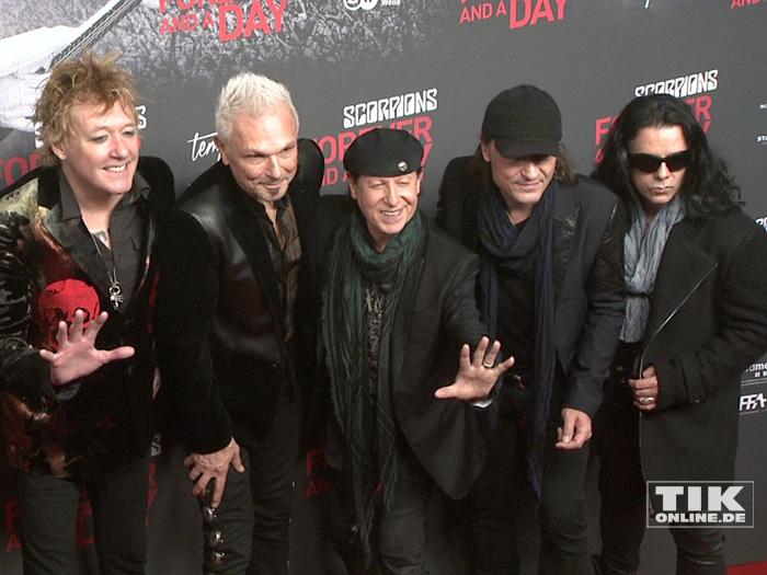"""Die Scorpions posieren gut gelaunt bei der Premiere von """"Forever And A Day"""" in Berlin"""