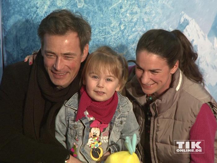 """Jan Sosniok kam mit Frau Nadine und Tochter Cynthia zur Premiere von """"Disney On Ice"""""""