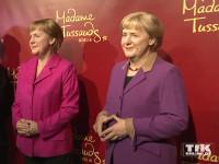 """Natürlich gibt es auch eine Angela Merkel-Wachsfigur mit der berühmten """"Raute der Macht"""""""