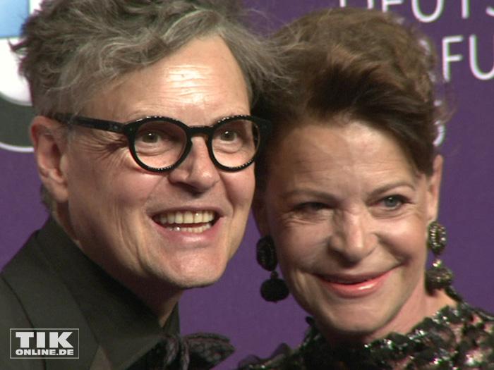 Rolf Scheider posiert mit Barbara Engel bei den Duftstars 2015
