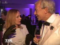 """Katja Flint im Gespräch mit Medien-Experte Jo Groebel auf der """"James Bond""""-Party der Luxusmarke S.T. Dupont"""