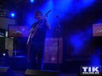 Sänger und Songwriter Ed Sheeran legt sich auf der Bühne richtig ins Zeug für seine Fans