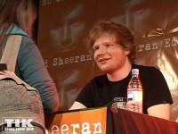 Lange Warteschlangen bei Ed Sheeran's Autogrammstunde in Berlin