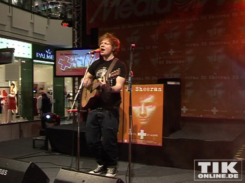kreischalarm bei ed sheeran im shopping center alexa in berlin. Black Bedroom Furniture Sets. Home Design Ideas