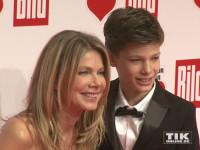 """Ursula Karven posiert mit ihrem Sohn Liam bei der """"Ein Herz für Kinder""""-Gala 2015 in Berlin"""