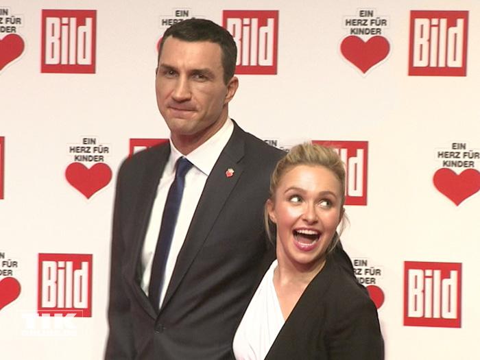 """Eine Woche nach seiner Niederlage gegen Tyson Fury kam Wladimir Klitschko mit seiner Verlobten Hayden Panettiere zur """"Ein Herz für Kinder""""-Gala 2015 in Berlin"""