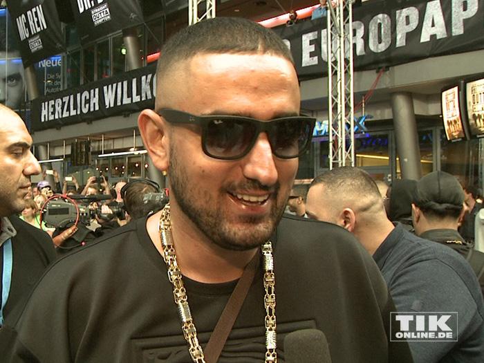 """Rapper Haftbefehl bei der Premiere von """"Straight Outta Compton"""" in Berlin"""