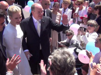 Fürstin Charlène und Fürst Albert gehen auf Tuchfühlung mit dem Volk