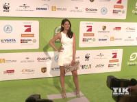 """In einem weißen Sommerkleid kam """"GNTM""""-Siegerin Vanessa Fuchs zu den GreenTec Awards nach Berlin"""