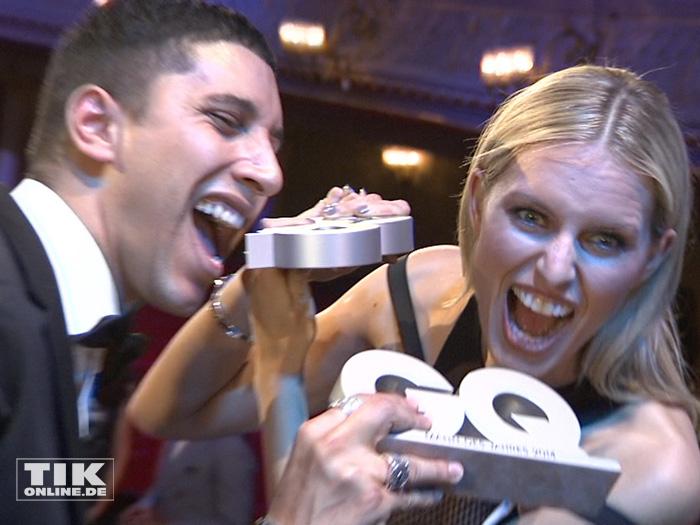 Zum anbeißen: Karolina Kurkova und Andreas Bourani mit ihren GQ Awards