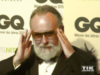 """Friedrich Liechtenstein kam mit goldener Brille zu den GQ """"Männer des Jahres"""" 2015 Awards"""