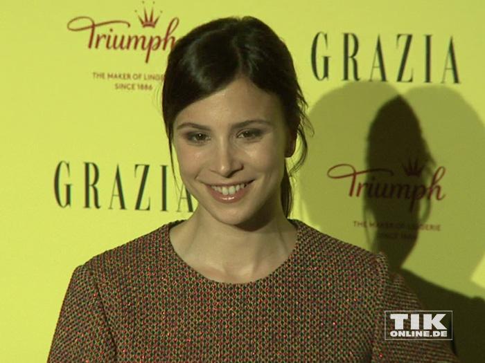 Aylin Tezel lächelt für die Fotografen bei den Best Inspiration Awards 2015