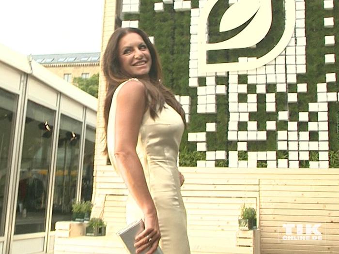 Christine Neubauer präsentiert ihre Kurven beim GreenTec Award 2015
