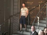 Ein Model führt Harald Glööcklers aktuelle Männer-Mode vor