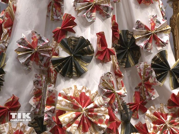 Servietten-Kleid designt von Harald Glööckler