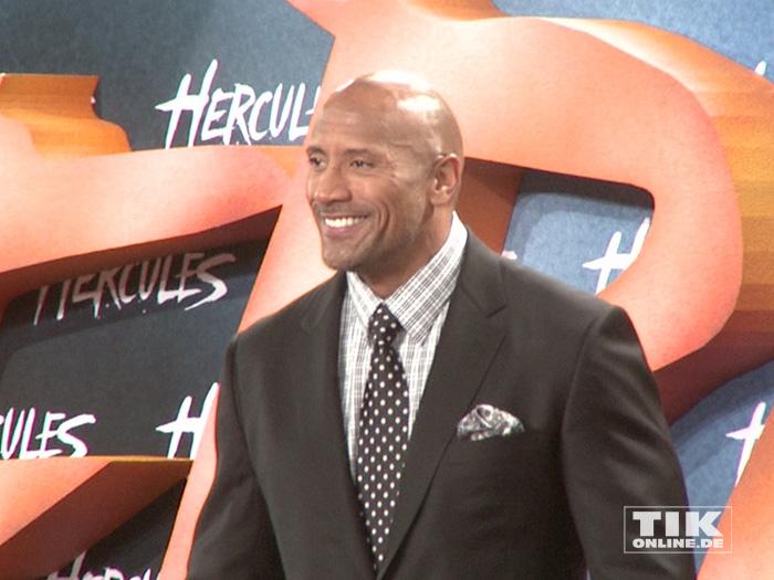 """Dwayne Johnson gut gelaunt auf der Premiere von """"Hercules"""" in Berlin"""