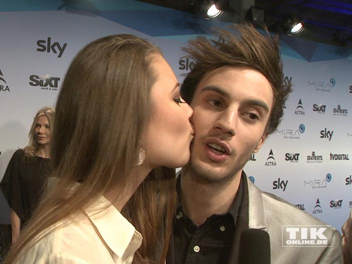 Joelina Drews küsst ihren Freund Marc Aurel Zeeb
