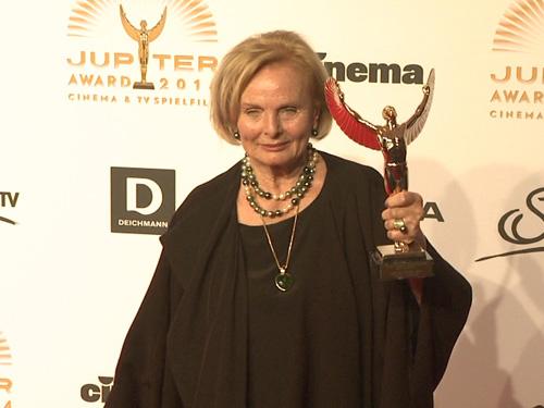 """Für ihre Darbietung in """"Frau Ella"""" wurde Ruth Maria Kubitschek als """"beste deutsche Darstellerin"""" ausgezeichnet"""