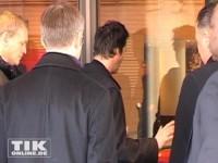 Die Drehtür des Hotels lässt Keanu Reeves nich ein