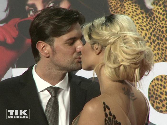 """Total verknallt knutschten Micaela Schäfer und ihr neuer Freund Felix auf der """"Zoolander 2""""-Premiere in Berlin"""