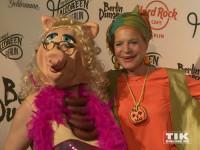 Barbra Engel kam an der Seite von Miss Piggy zur Halloween-Party von Natascha Ochsenknecht