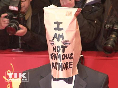 """Shia LaBeouf kam mit einer Tüte über dem Kopf zur Berlinale-Premiere von """"Nymphomaniac"""""""