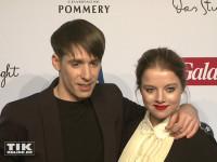 Jella Haase und Kilian Kerner posieren gemeinsam bei der Opening Night Gala der 66. Berlinale