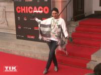 """Julian F.M. Stoeckel im schicken Poncho bei der Premiere von """"Chicago"""" im Theater des Westens in Berlin"""